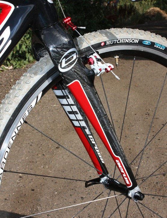 The included Norcross fork uses massive carbon blades that contribute to the accurate handling
