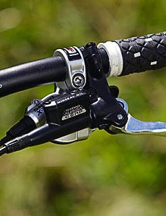 The Tektro hydraulic disc brakes have plenty of power on tap but the lever feel is wooden and lacks modulation