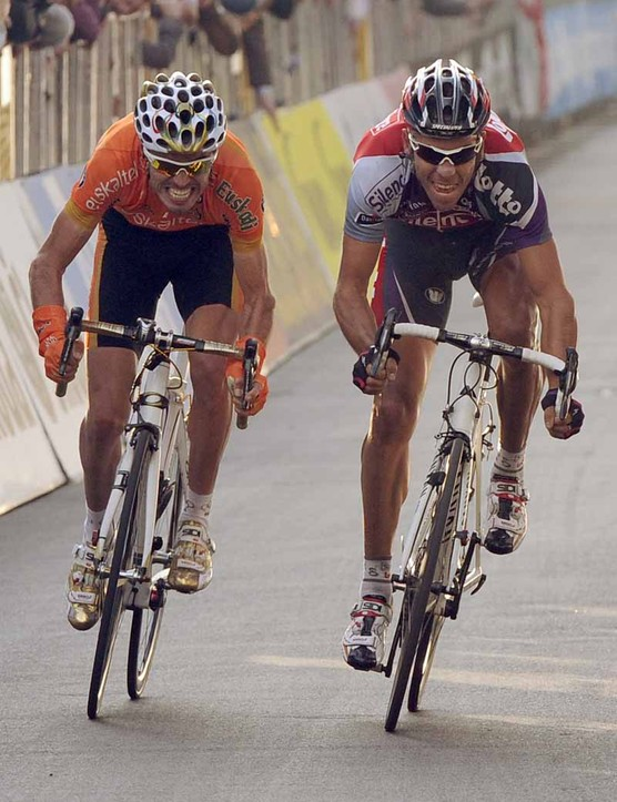 Samuel Sanchez and Philippe Gilbert sprint for the finish