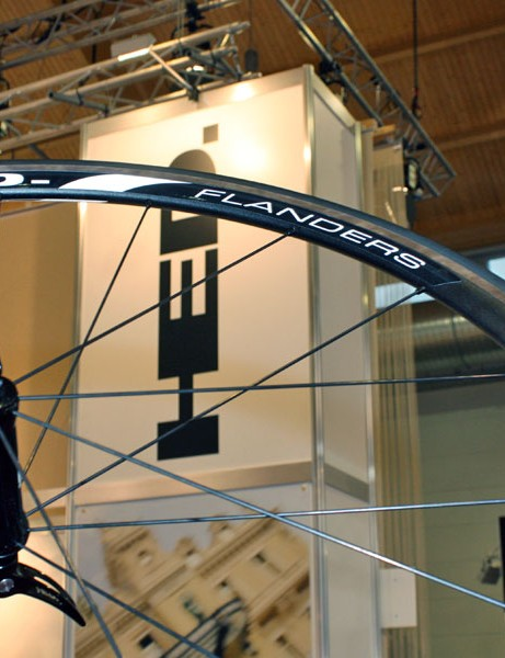 HED add a new entry-level Flanders model to their impressive range of wide-rimmed C2 clinchers with a reasonable total weight of 1,650g and an appealing price tag
