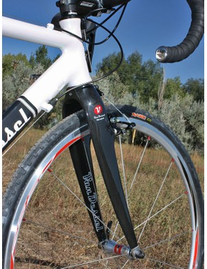 A tapered 1 1/8-to-1 1/2in head tube and correspondingly massive fork legs contribute to more accurate steering and surer braking - but also a ride that isn't quite as buttery smooth as before