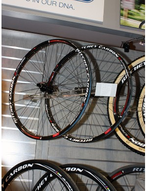 More conventional carbon Superlogic mountain bike clinchers are also available, complete with ultralight unidirectional carbon rim and hubs built by DT Swiss