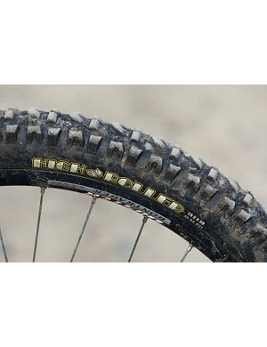 The 2.5in Maxxis Blu-Tack-like compound balloon tyre means mental grip and World Cup downhill angles