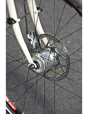 The Shimano Alfine disc brakes are powerful hydraulic units with plenty of progressive bite
