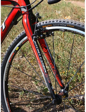 The Ritchey Carbon Pro 'cross fork is a tad heavier than the WCS version fitted to the Addict CX RC but thankfully just as solid under braking with no shuddering to speak of