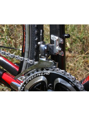Scott foregoes the carbon front derailleur mount on the road-going Addict for a stouter aluminum bit on the CX