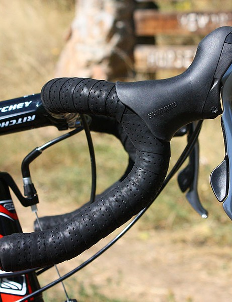 Anatomic Ritchey WCS Logic II bars are covered with grippy fi'zi:k tape