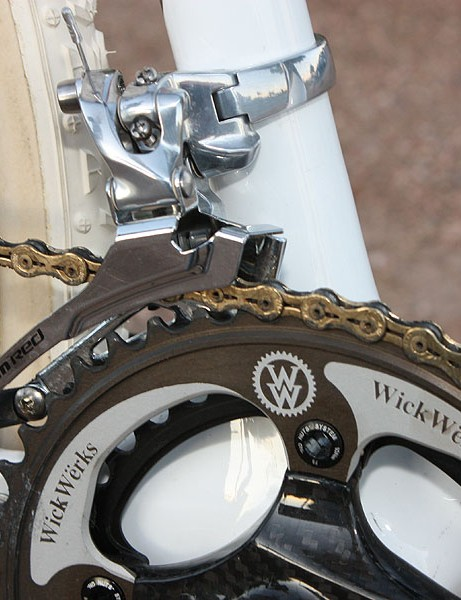 The SRAM Red/Force front derailleur moves the chain between the stock 34T inner ring and the custom 44T outer ring made by WickWerks