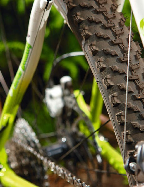 Our test model came with a rock-friendly geax saguaro/ Barro tyre combo