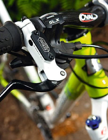 The Tektro Aurigo Pro brake lever on our test frame is spot on for smaller hands