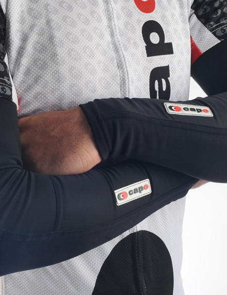 The Capo Limited Edition Roubaix Arm Warmers feature wind- and waterproof panels on the front surfaces for more warmth