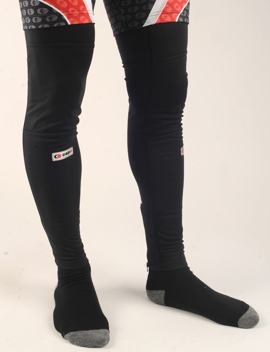 Wind- and waterproof front panels on the Capo Limited Edition Roubaix Leg Warmers make for a surprisingly warm package
