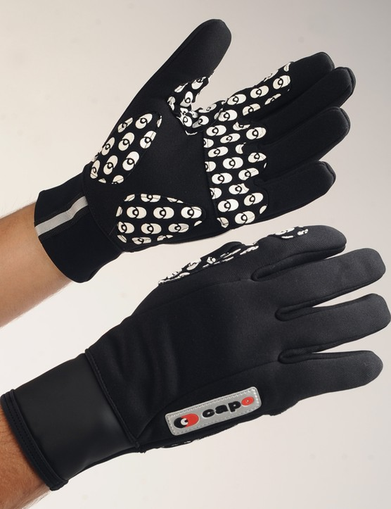 The Capo Limited Edition Wind Gloves feature a snug-fitting five-panel construction and grippy silicone palm