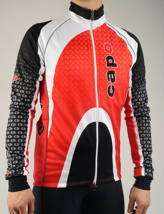 Moderately cold temperatures should suit the Capo Atlas Thermal Jacket well with its wind-resistant front and insulative Super Roubaix body and sleeves
