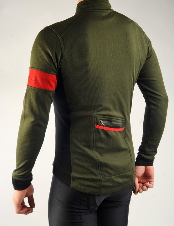Whereas last year's version sported distinctly autumn-like brown and orange hues, Rapha went with red and dark green this time around.