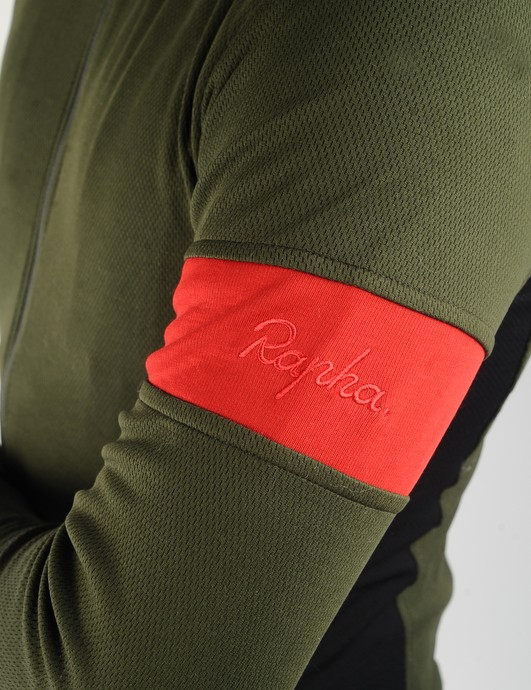Naturally, no Rapha jersey would be complete without the trademark arm band