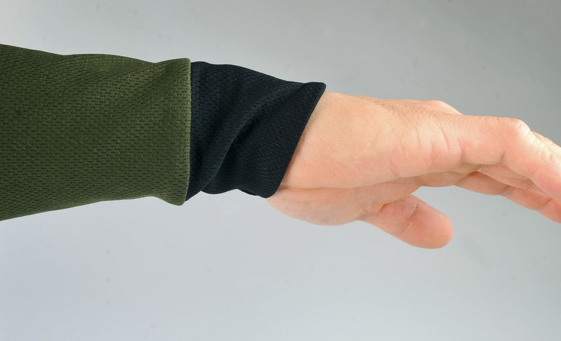 Asymmetrical cuffs keep the backs of your wrists protected