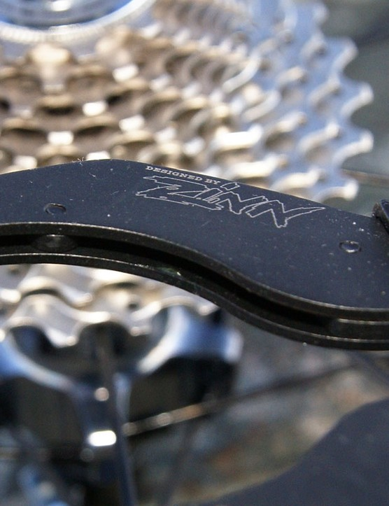 A pair of round blocks within each jaw grab on to the cogs securely.  And yes, the tool was designed by VeloNews technical writer Lennard Zinn