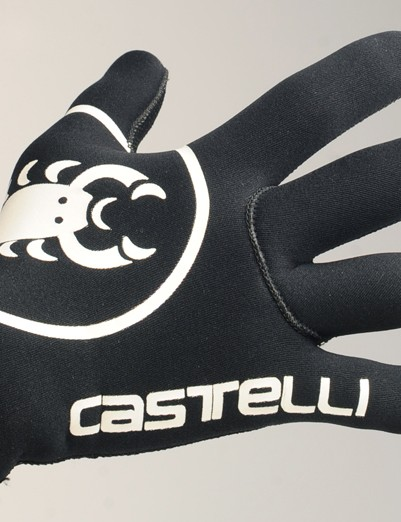 The Castelli Diluvio gloves are remarkably warm in spite of their minimal construction