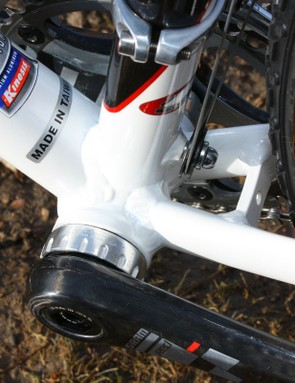 Save for the narrow bridge and front derailleur pulley, there's little for mud to stick to around the bottom bracket