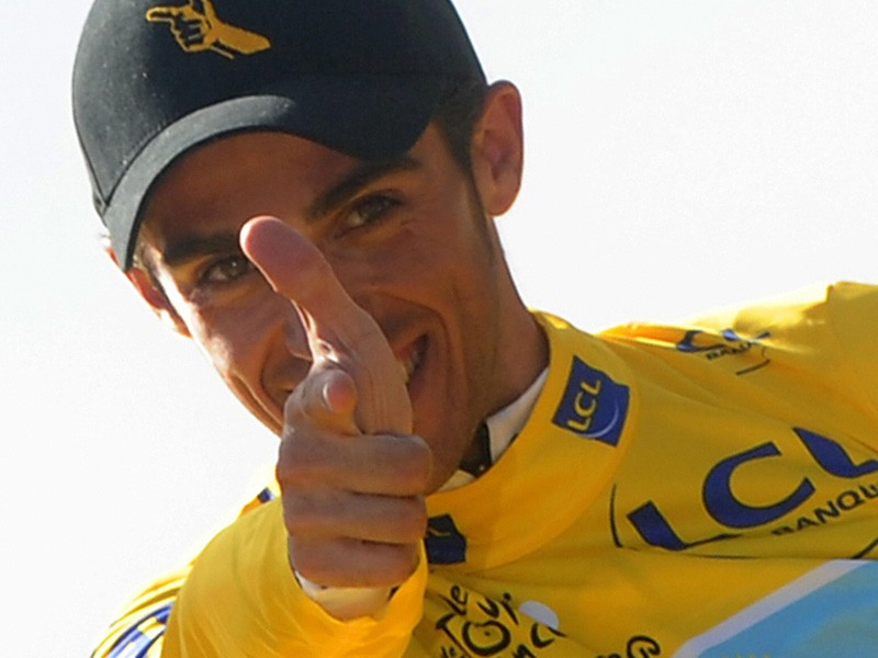 Alberto Contador is to stay at Astana for one more year, according to reports in the Spanish media