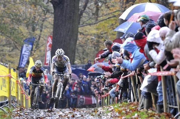 World champ Niels Albert (BKCP-Powerplus) followed by Sven Nys (Landbouwkrediet-Colnago) in Belgium November 15, 2009.