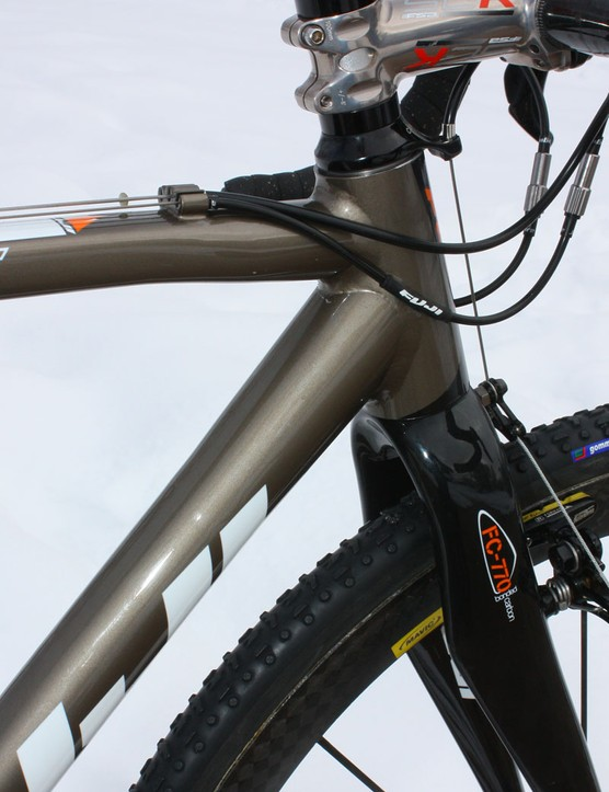 The Cross RC uses a straight 1 1/8im alloy steerer tube