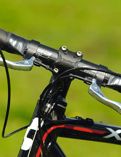 The stubby, oversized headtube  gives ample reinforcement and the FSA headset keeps the stack height low