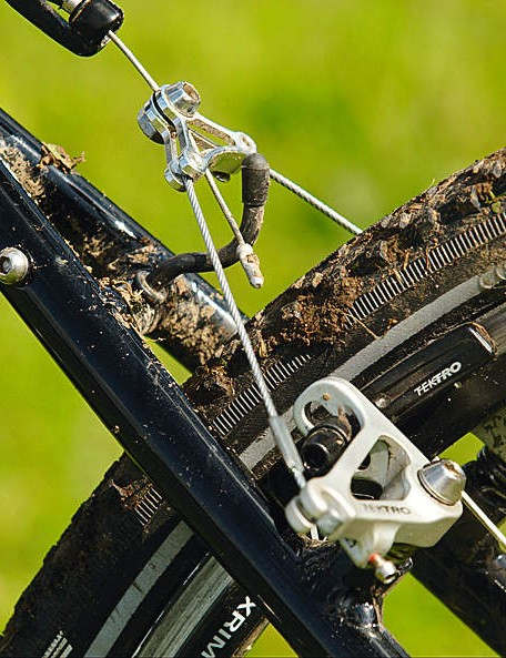 Tektro's RL726 froggie-style cantis have plenty of stopping power and work well when  the going gets muddy