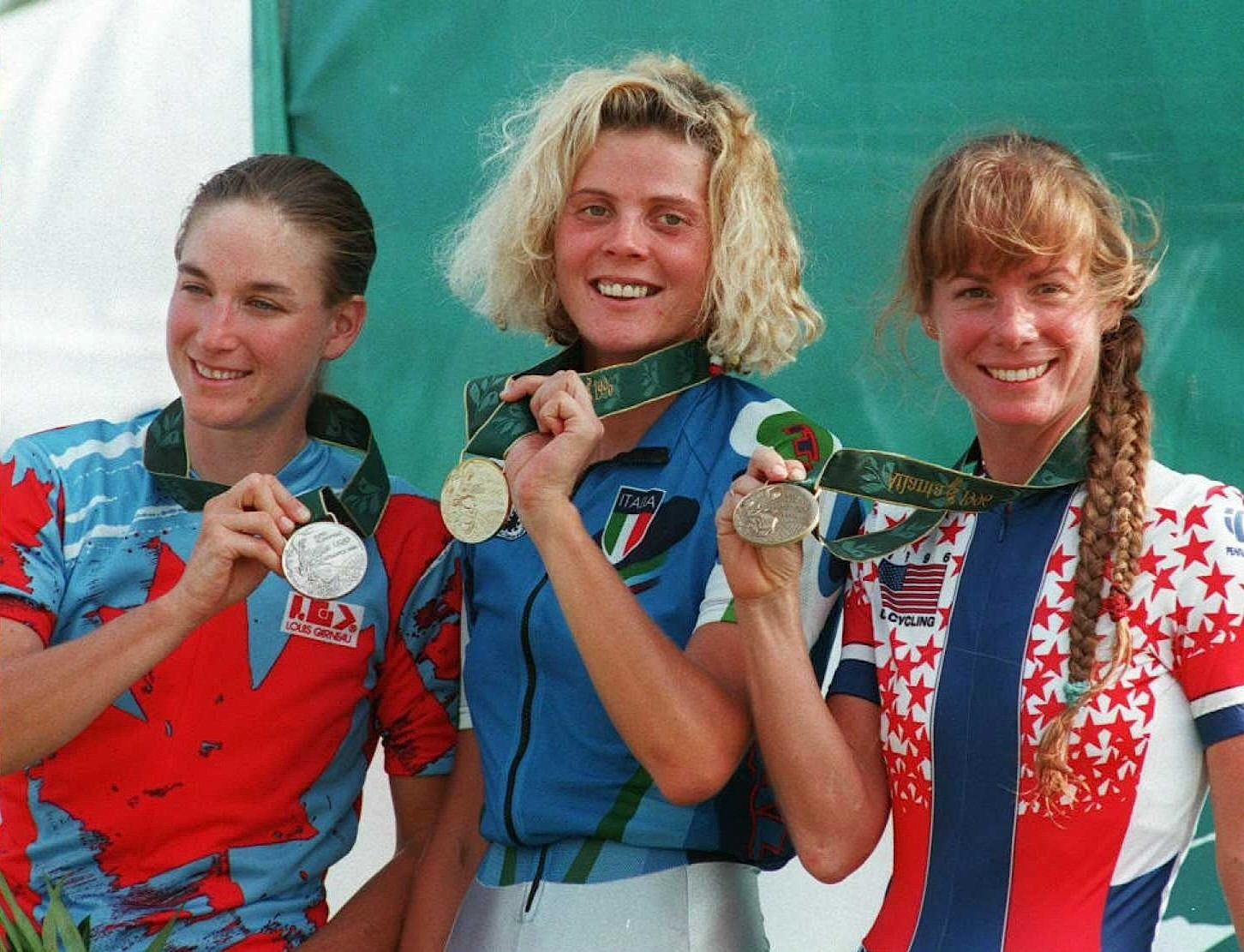 Susan (R) on the 1996 Atlanta Olympics podium with silver medallist Alison Sydor (L), and winner Paola Pezzo