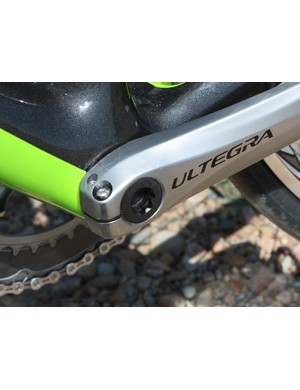 The non-driveside crank uses Shimano's familiar pinch-bolt attachment method