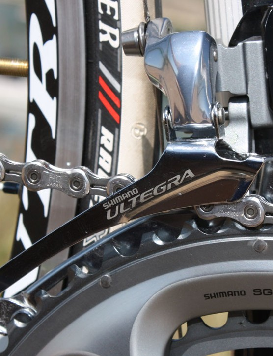 A wider link design borrowed from Dura-Ace cuts down on pivot slop but Ultegra will continue on with a heavier - but longer lasting - steel cage