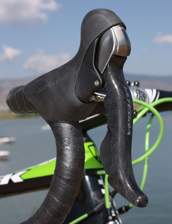 The new Ultegra STI Dual Control levers are a virtual dead ringer for Dura-Ace 7900 with a similar shape and carbon lever blades