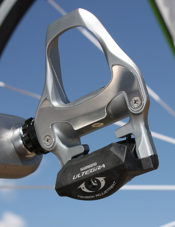 The revised Ultegra SPD-SL pedal is nearly without fault - entry and exit are smooth and positive, the stainless wear plates are easily replaceable, and there's a generous platform