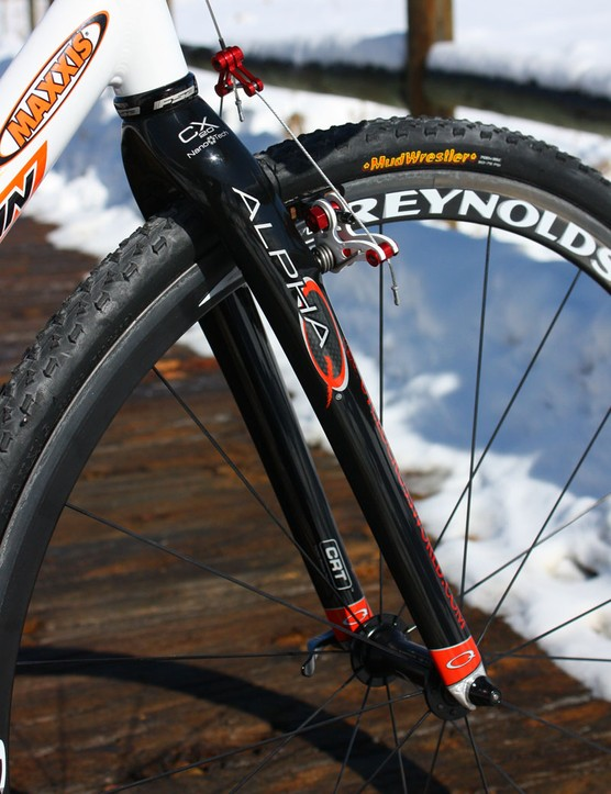 Alpha Q's carbon fibre CX20 is one of the lightest 'cross forks on the market at just 470g uncut