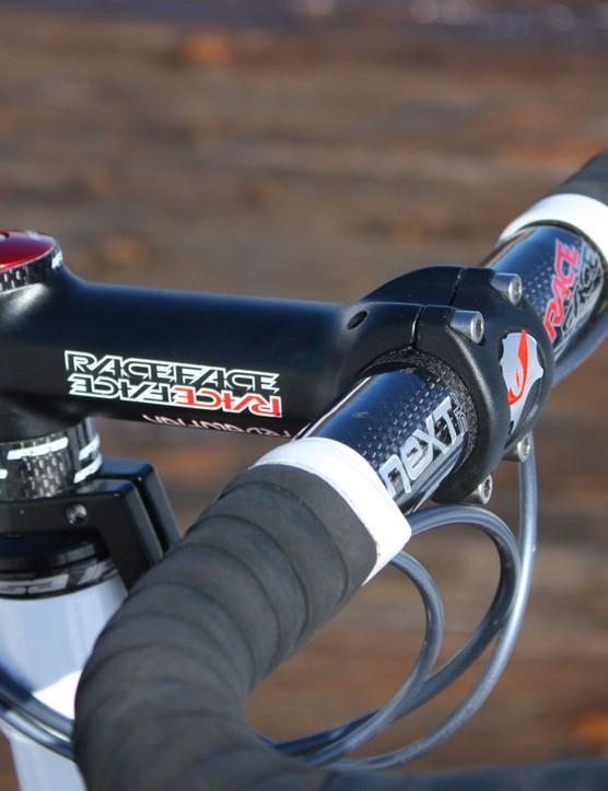 The Race Face cockpit consists of a Revolution aluminium stem clamped around a Next SL carbon bar