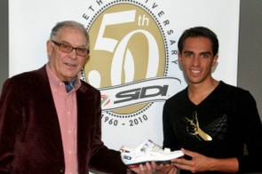 Sidi founder Dino Signori hands Contador his new shoe