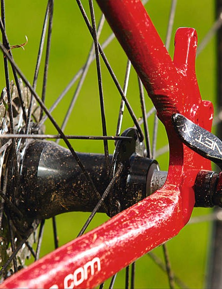 A standard 32-spoke construction makes tweaks easy to fix