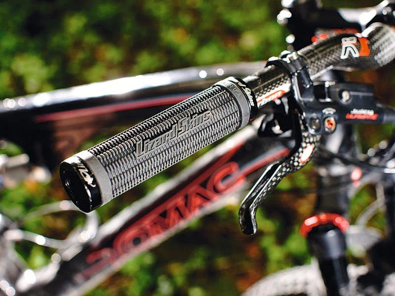 How to remove and install grips