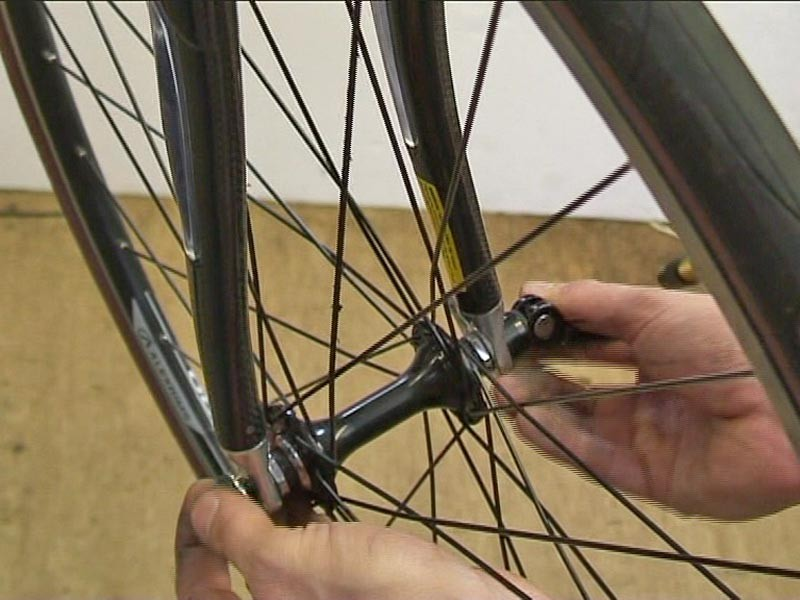 How to remove and install quick release wheels