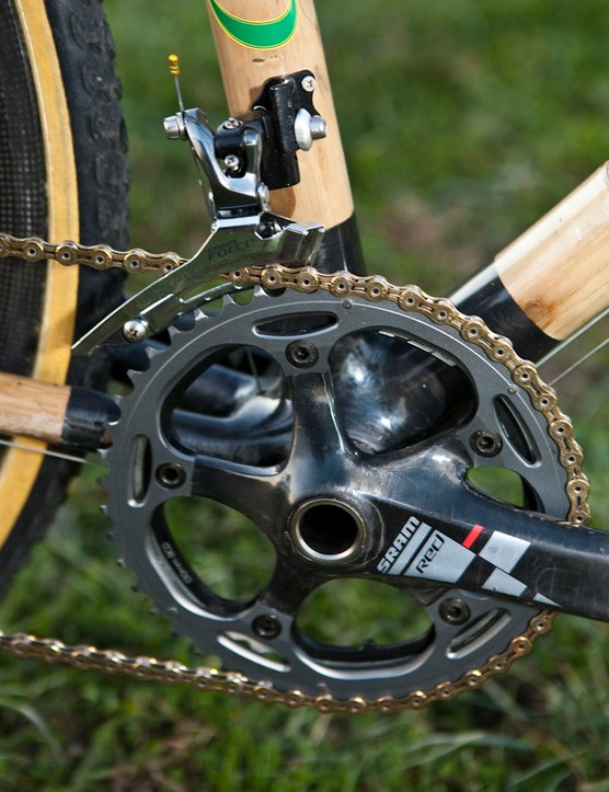 The SRAM Red crankset is fitted with 'cross-specific 39/46T chainrings