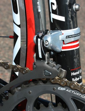 An aluminium cage helps keep the weight down on the Chorus front derailleur