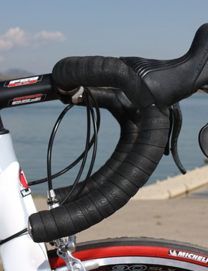 The FSA Energy aluminium handlebars offer a deep drop with lots of room to move around