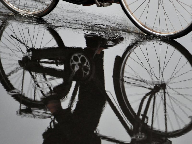 A cyclist braves the wet