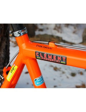 The top tube starts out mostly round at the head tube but transitions to a rectangular profile at the other end