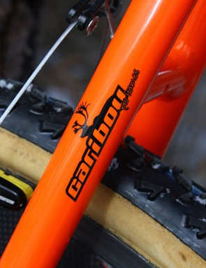 The custom frame was apparently built by Caribou Pro Frames in Taichung, Taiwan