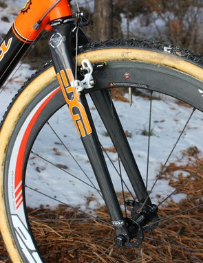 Last year's Alpha Q CX20 fork has now replaced by an Edge Composites Cross model