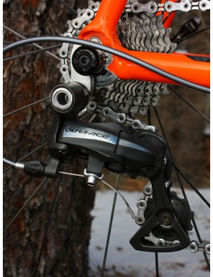 A Shimano Dura-Ace 7900 rear derailleur is attached to a replaceable hanger