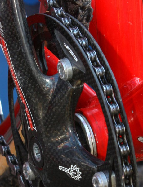 These dual carbon fibre guides comprise one of the lightest single-ring setups available. But the chain can jam in between the ring and inner guide if the chainline or spacing isn't set just right – or if the wrong kind of chainring is used – and again, there's nothing to secure the chain up top