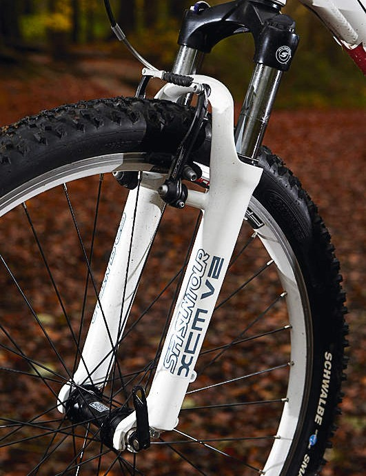 The SR Suntour fork only has 80mm (3.1in) of travel but it's well controlled